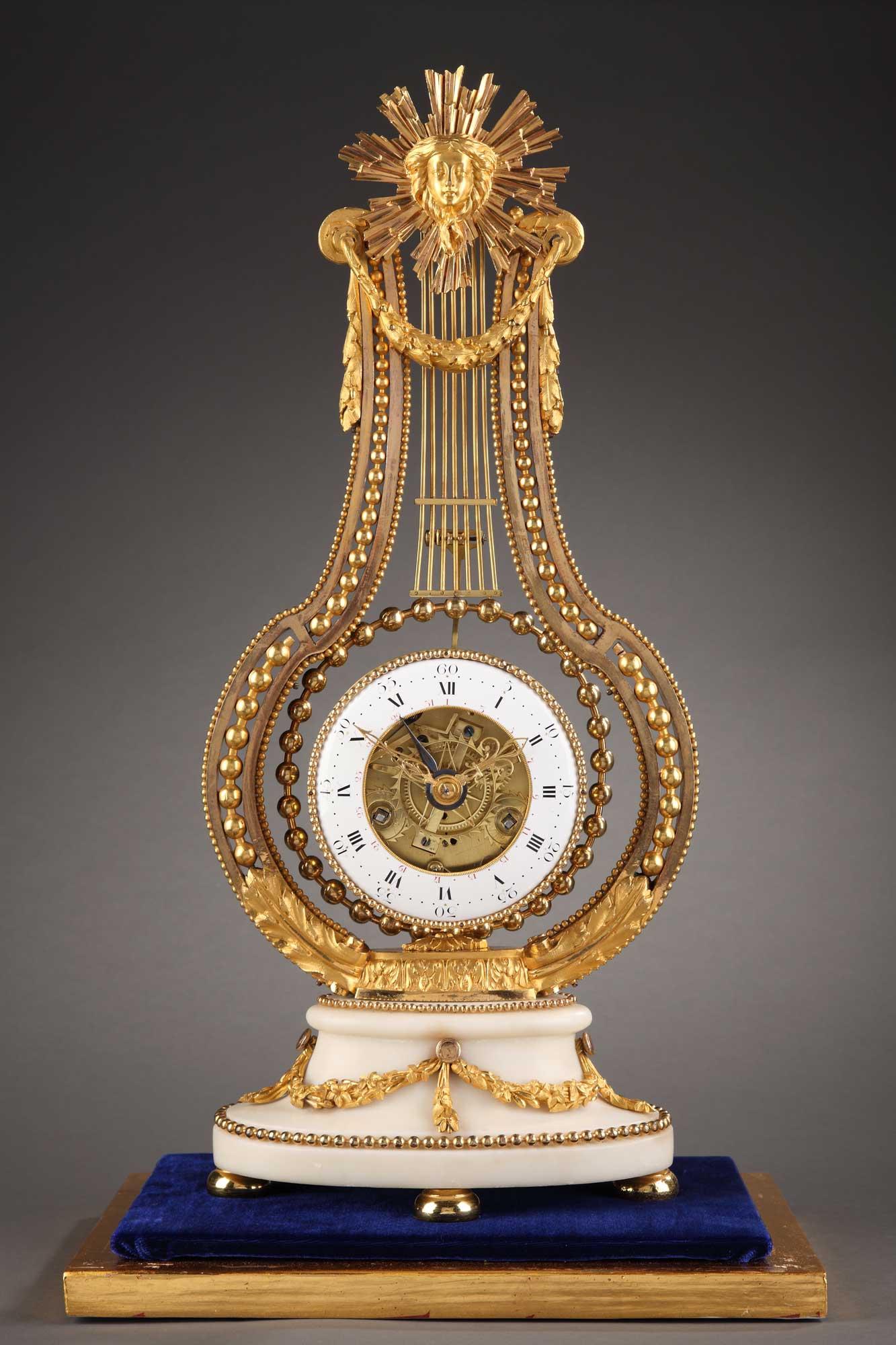 Lyre d'époque Louis XVI en bronze doré et ciselé.